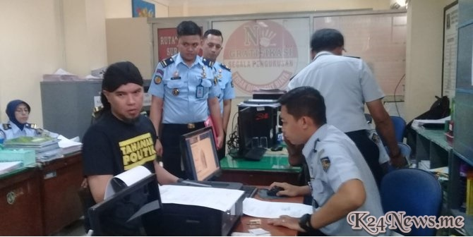 Peluk Dan Cium, Ungkapan Kangen Ahmad Dhani Pada Shafeeya