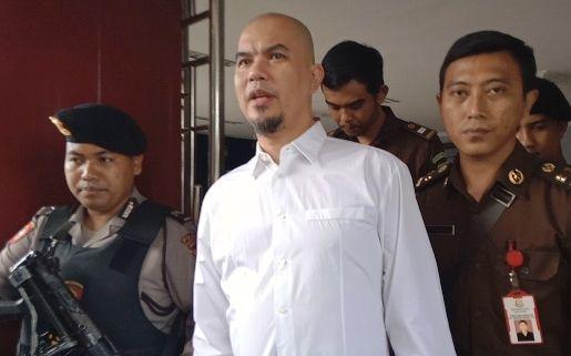 Asam Urat Ahmad Dhani Makin Parah, Buang Air Kecil Pakai Botol