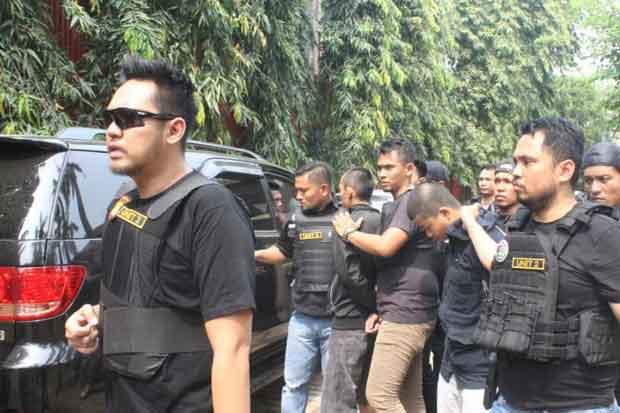 Polisi Menangkap 4 Orang Pengedar Narkoba di Kampung Ambon